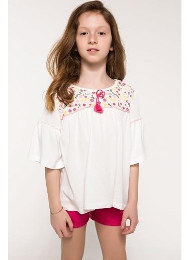 30668ea099296 DeFacto Çiçek Detaylı T-shirt Ekru ...